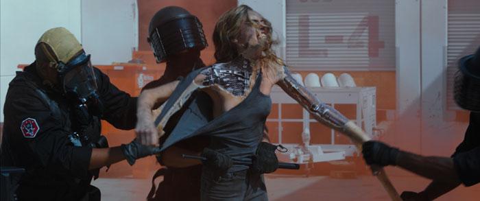 """Short """"Rise"""" - przemoc wobec robotów"""